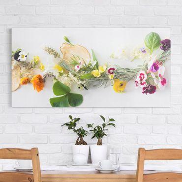Leinwandbild - Frische Kräuter mit Essblüten - Quer 2:1