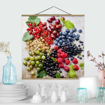 Stoffbild mit Posterleisten - Mischung aus Beeren auf Metall - Quadrat 1:1