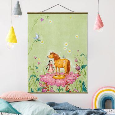 Stoffbild mit Posterleisten - Das Zauberpony auf der Blüte - Hochformat 3:4