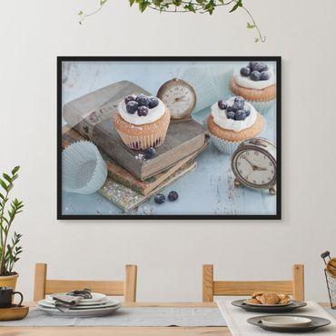 Bild mit Rahmen - Vintage Cupcakes mit Wecker - Querformat 3:4