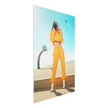 Forex Fine Art Print - Jonas Loose - Mädchen mit Jogginghose - Hochformat 3:2