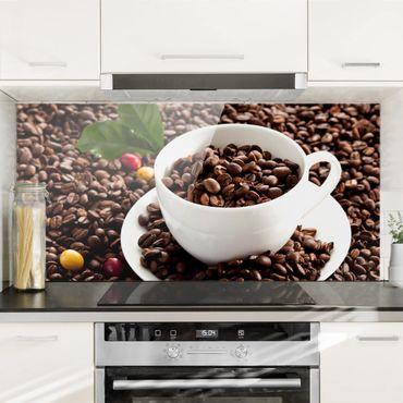 Spritzschutz Glas - Kaffeetasse mit gerösteten Kaffeebohnen - Querformat - 2:1