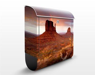 Briefkasten mit Zeitungsfach - Monument Valley bei Sonnenuntergang - Hausbriefkasten