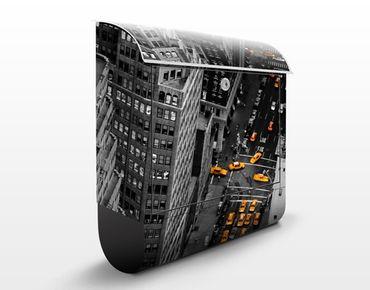 Briefkasten mit Zeitungsfach - Taxilichter Manhattan - New York Schwarz Weiß