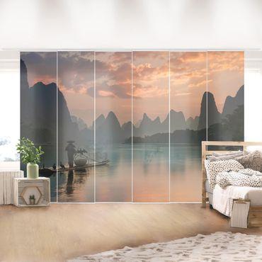 Schiebegardinen Set - Sonnenaufgang über chinesischem Fluss - Flächenvorhang