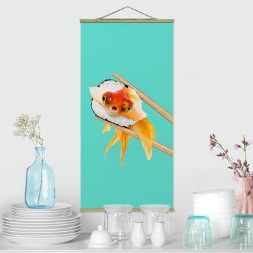 Stoffbild mit Posterleisten - Jonas Loose - Sushi mit Goldfisch - Hochformat 2:1