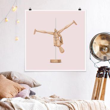 Poster - Jonas Loose - Poledance mit Holzfigur - Quadrat 1:1