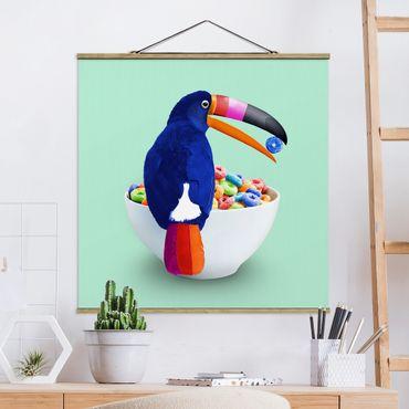 Stoffbild mit Posterleisten - Jonas Loose - Frühstück mit Tukan - Quadrat 1:1