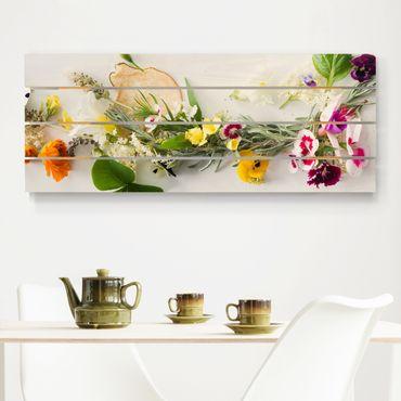Holzbild - Frische Kräuter mit Essblüten - Querformat 2:5
