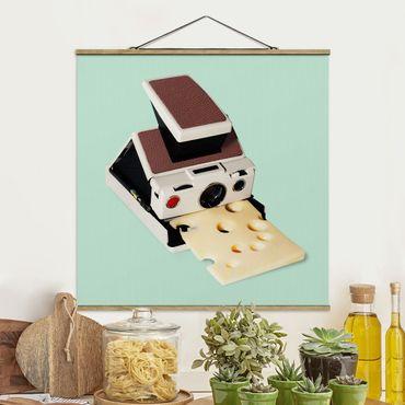 Stoffbild mit Posterleisten - Jonas Loose - Kamera mit Käse - Quadrat 1:1
