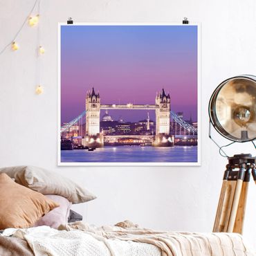 Poster - Tower Bridge in London at Night - Quadrat 1:1