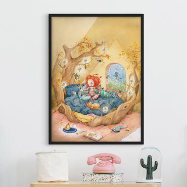 Bild mit Rahmen - Frida kuschelt mit ihren Freunden - Hochformat 3:4