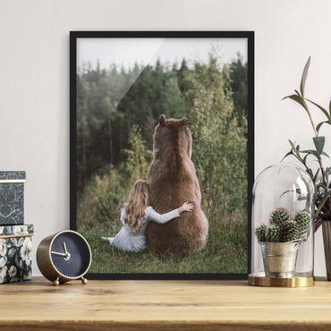 Bild mit Rahmen - Mädchen mit Braunbär - Hochformat 4:3