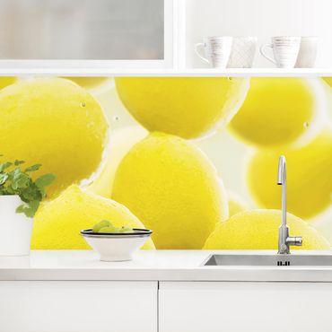 Küchenrückwand - Zitronen im Wasser