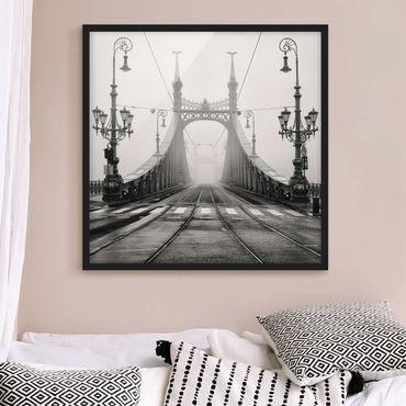 Bild mit Rahmen - Brücke in Budapest - Quadrat 1:1