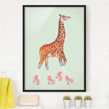 Bild mit Rahmen - Jonas Loose - Giraffe mit Rollschuhen - Hochformat 4:3
