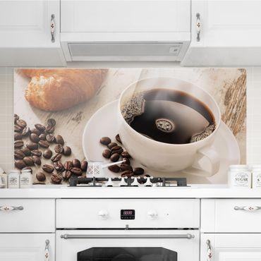 Spritzschutz Glas - Dampfende Kaffeetasse mit Kaffeebohnen - Querformat - 2:1