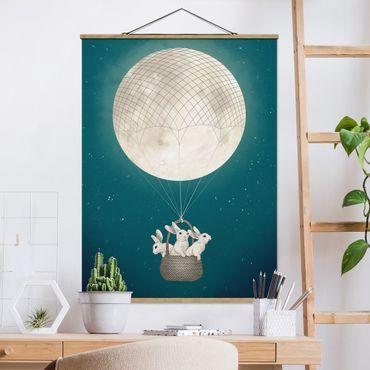 Stoffbild mit Posterleisten - Laura Graves - Illustration Hasen Mond-Heißluftballon Sternenhimmel - Hochformat 3:4