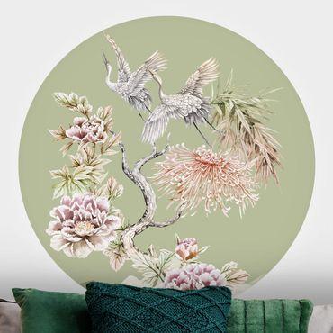 Runde Tapete selbstklebend - Aquarell Störche im Flug mit Blumen auf Grün