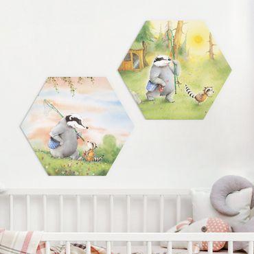 Hexagon Bild Forex 2-teilig - Wassili Waschbär - Wassili und Sibelius - auf dem Weg