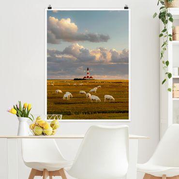 Poster - Nordsee Leuchtturm mit Schafsherde - Hochformat 3:4