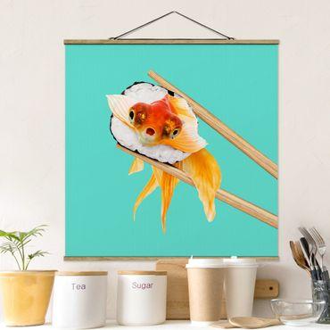 Stoffbild mit Posterleisten - Jonas Loose - Sushi mit Goldfisch - Quadrat 1:1