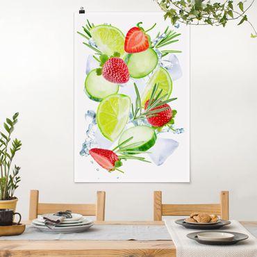 Poster - Erdbeeren Limetten Eiswürfel Splash - Hochformat 3:2