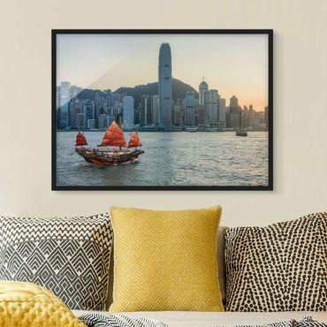 Bild mit Rahmen - Dschunke im Victoria Harbour - Querformat