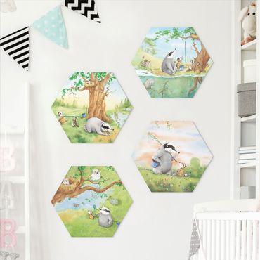 Hexagon Bild Alu-Dibond 4-teilig - Wassili Waschbär - Wassili und Sibelius - Abenteuer