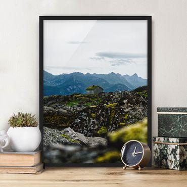 Bild mit Rahmen - Einsame Hütte in Norwegen - Hochformat