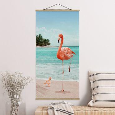 Stoffbild mit Posterleisten - Jonas Loose - Strand mit Flamingo - Hochformat 2:1