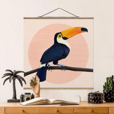 Stoffbild mit Posterleisten - Laura Graves - Illustration Vogel Tukan Malerei Pastell - Quadrat 1:1