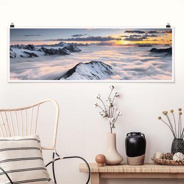 Poster - Blick über Wolken und Berge - Panorama Querformat