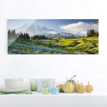 Glasbild - Bergwiese mit Blumen vor Mt. Rainier - Panorama Quer