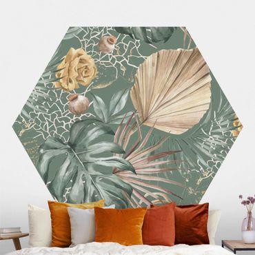 Hexagon Mustertapete selbstklebend - Große Blätter mit Rosen vor Grün