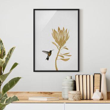 Bild mit Rahmen - Kolibri und tropische goldene Blüte - Hochformat