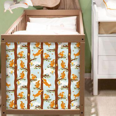 Möbelfolie - Niedliches Kindermuster mit Eichhörnchen und Vogelbabys - Möbel Klebefolie