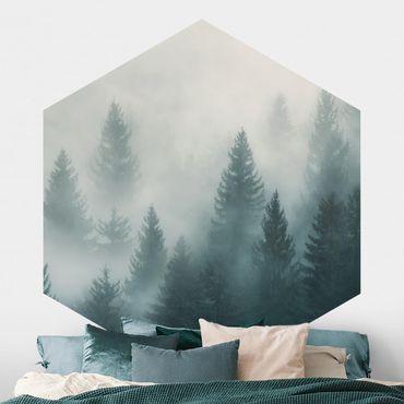 Hexagon Mustertapete selbstklebend - Nadelwald im Nebel