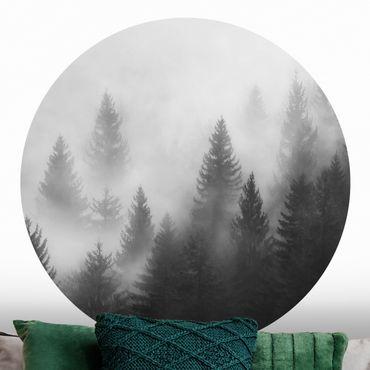 Runde Tapete selbstklebend - Nadelwald im Nebel Schwarz Weiß