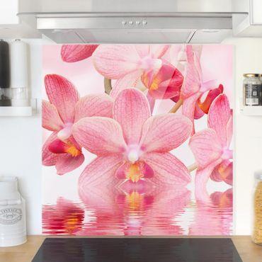 Spritzschutz Glas - Rosa Orchideen auf Wasser - Quadrat 1:1