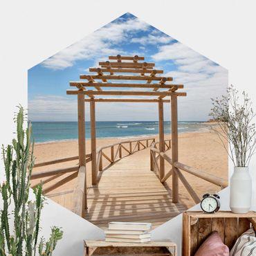 Hexagon Mustertapete selbstklebend - Strandpfad zum Meer in Andalusien