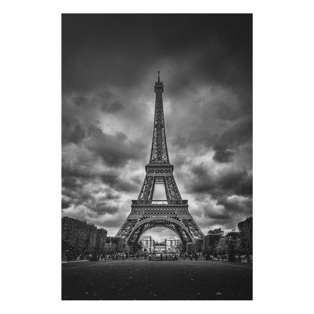 Forex Fine Art Print - Eiffelturm vor Wolken schwarz-weiß - Hochformat 3:2