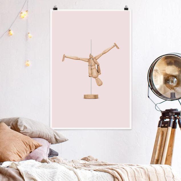Poster - Jonas Loose - Poledance mit Holzfigur - Hochformat 3:2