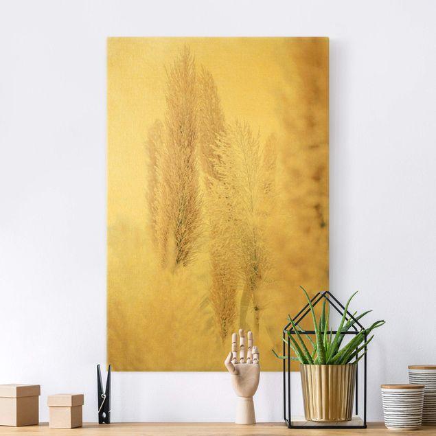 Leinwandbild Gold - Pampasgras im Weißen Licht - Hochformat 2:3