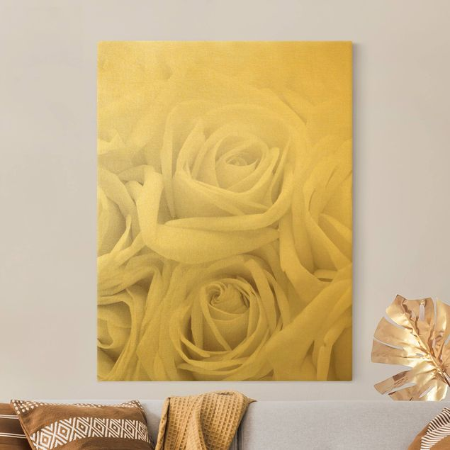 Leinwandbild Gold - Weiße Rosen - Hochformat 3:4