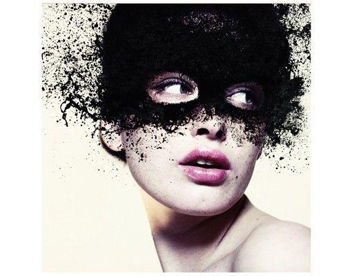 Beistelltisch - Das Mädchen mit der schwarzen Maske