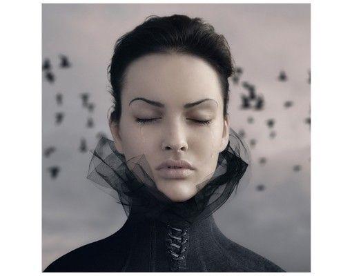 Beistelltisch - Porträt einer weinenden Frau