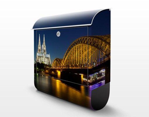 Briefkasten mit Zeitungsfach - Köln bei Nacht - Wandbriefkasten