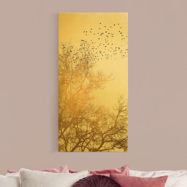 Leinwandbild Gold - Vogelschwarm vor goldenem Baum - Hochformat 1:2