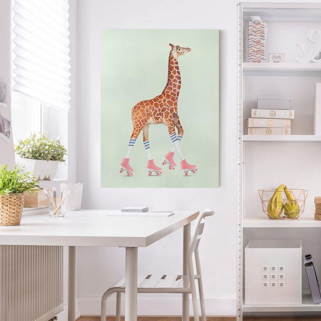 Leinwandbild - Jonas Loose - Giraffe mit Rollschuhen - Hochformat 4:3